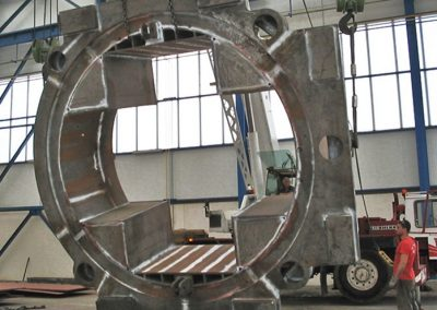 Cutting head for tunneling machine