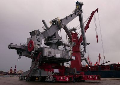 Ship unloader crane